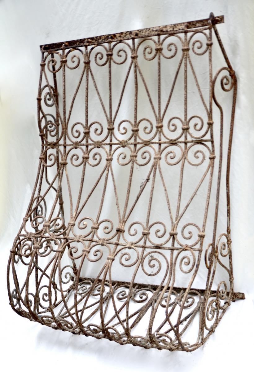 grille de fen tre en fer forg xviii me vitraux ferronnerie pierre. Black Bedroom Furniture Sets. Home Design Ideas
