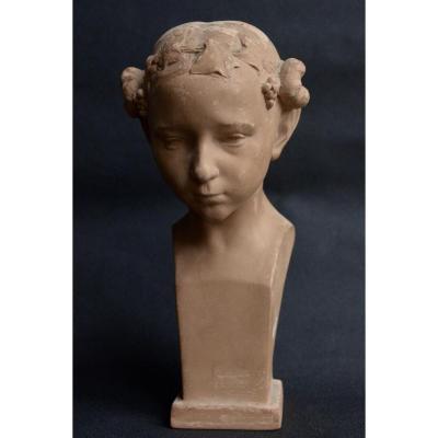 Buste De Jeune Femme à La Tête Ceinte De Pampres Par Eugène D. Piron