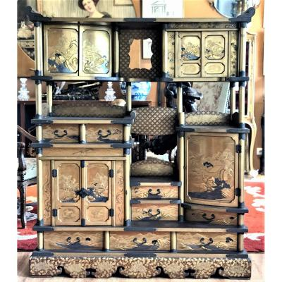 Japanese Cabinet In Lacquer Gold XIX