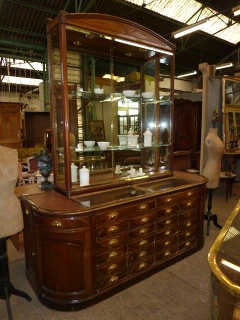 Ensemble de meubles et vitrines meubles de m tier for Meubles 1900