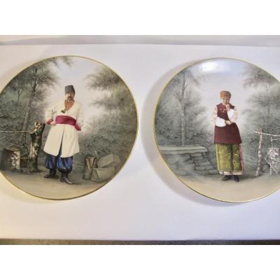 Paire de plat 19ème  en porcelaine à décor d'un couple russe .