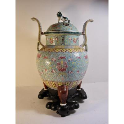 Brûle Parfum En Porcelaine De Chine à Fond Turquoise .