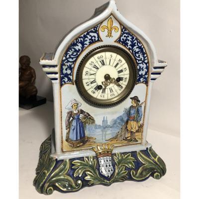 Horloge en faience de Quimper .