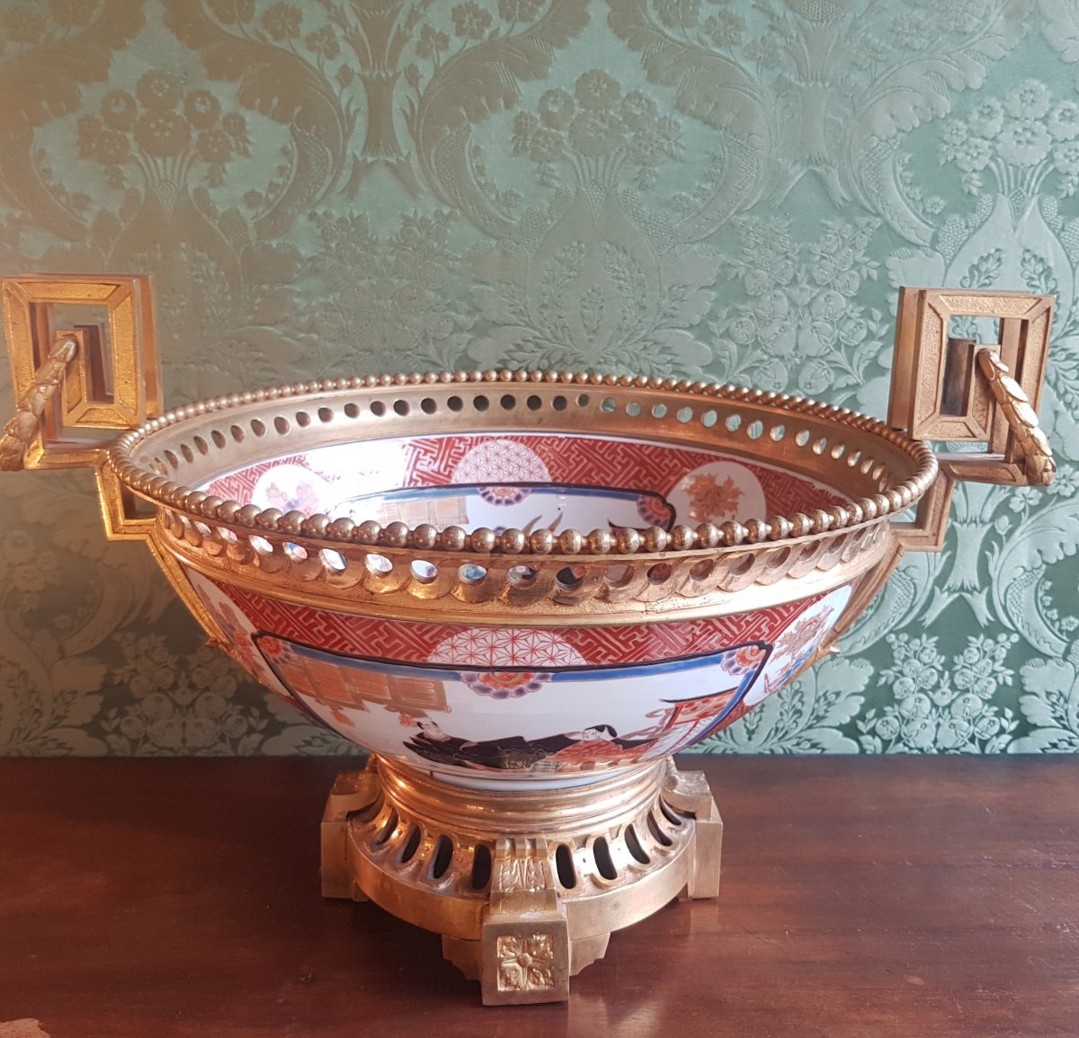 Coupe En Porcelaine d' Imari Monture En Bronze Doré- XIX Siècle.