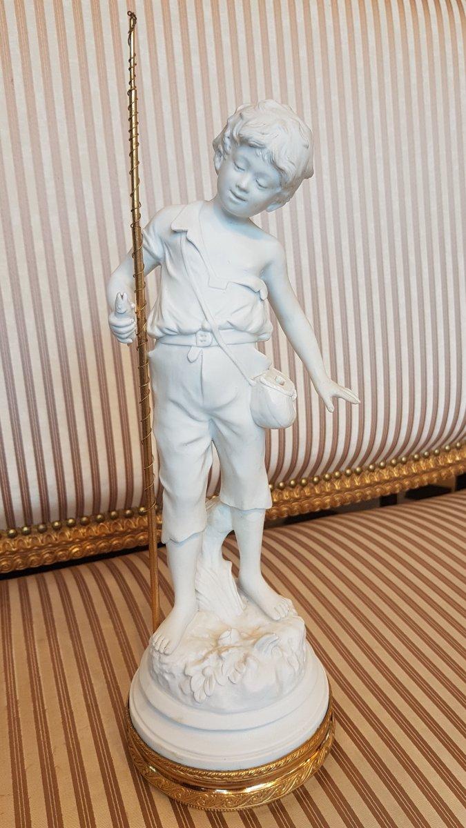 Biscuit Représentant Un Jeune Pécheur -dans Le Goût De Sèvres époque 19e Siècle.