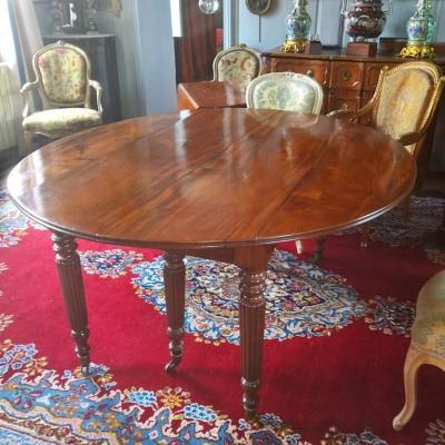 Table En Acajou De Cuba à Six Pieds d'Epoque Restauration.