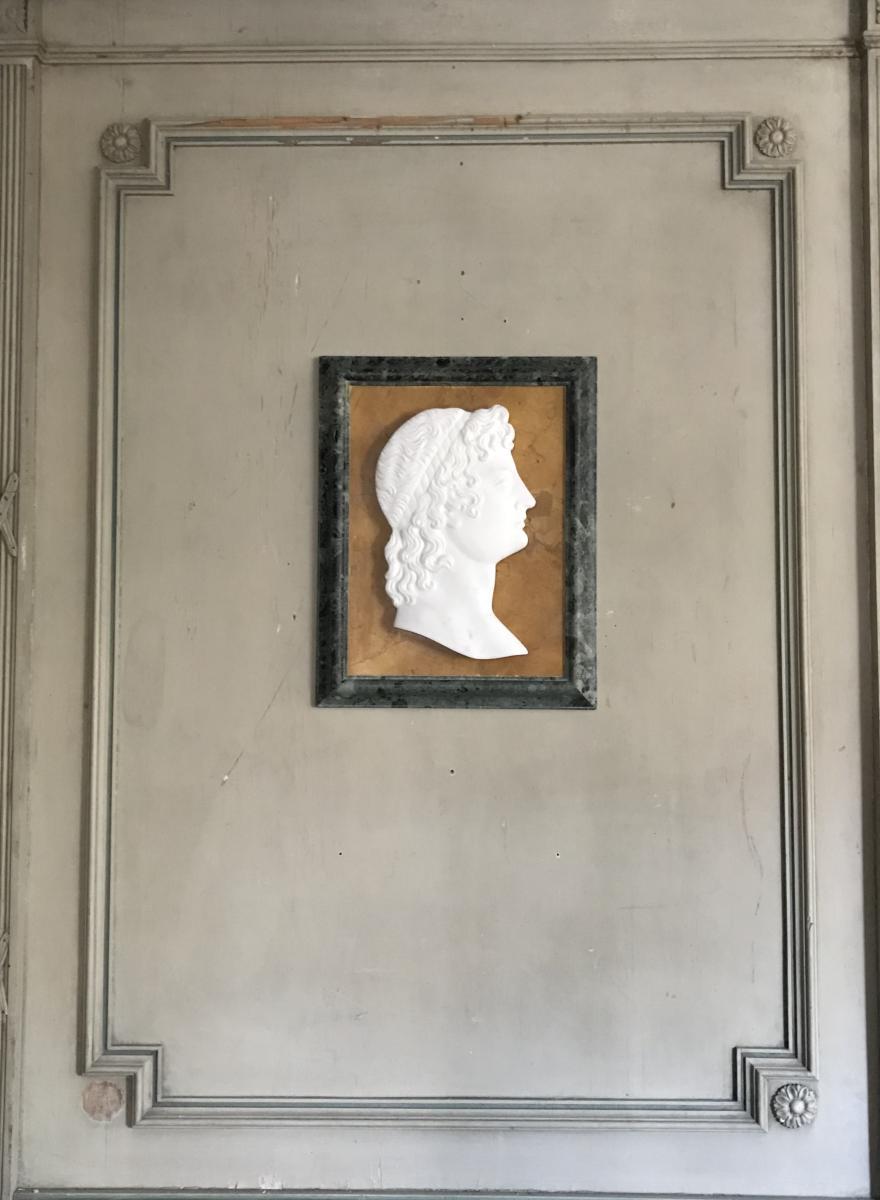 Profil D'un Jeune Homme Dans Le Goût De L'antique En Marbre