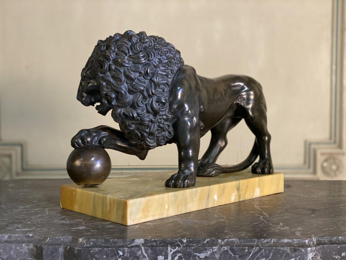 Lion Médicis En Bronze Sur Socle De Marbre Jaune De Sienne
