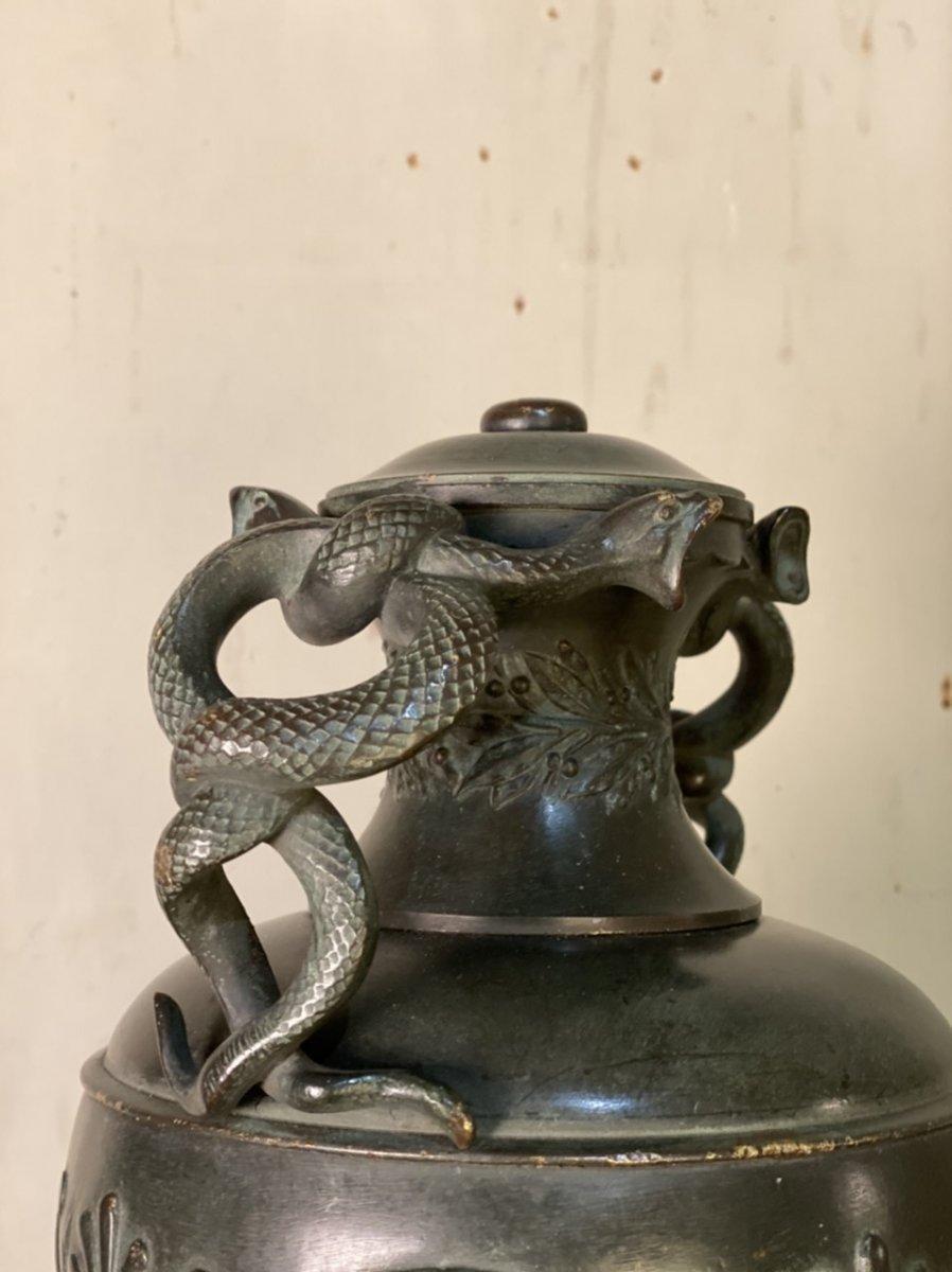 Vase Aux Serpents En Bronze Patine Verte Dans Le Goût De L'antique -photo-2