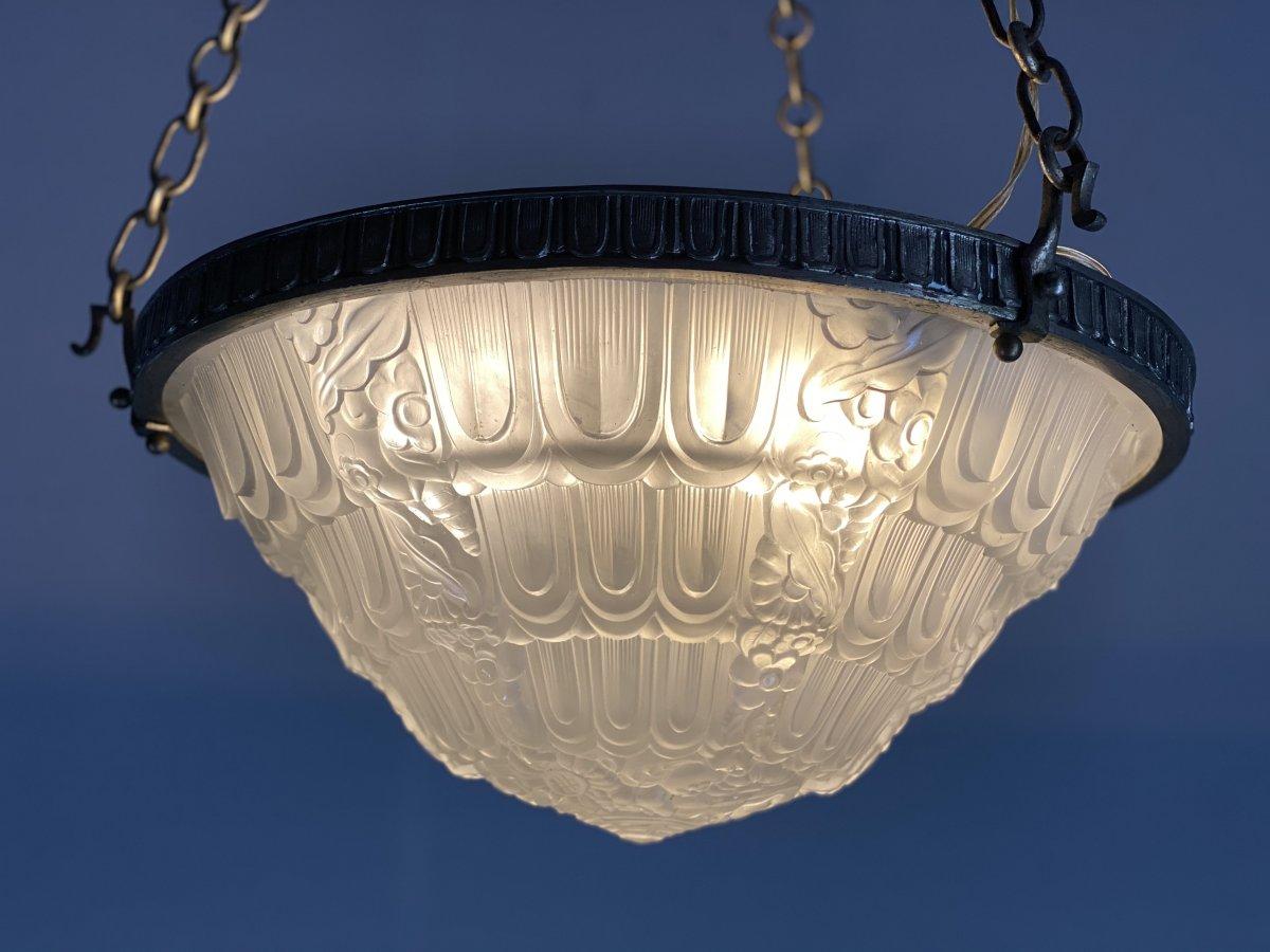 Lustre Art Deco En Verre Moulé Et Bronze Argenté