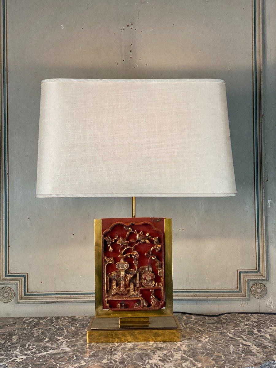 Lampe De Table En Laiton, Plaque De Bois Laqué Et Doré Chine Vers 1980