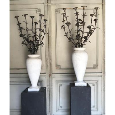 Paire De Vases En Marbre De Carrare, Bouquet De Fleurs En Bronze
