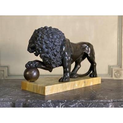 Medicis Lion In Bronze On Siena Yellow Marble Base