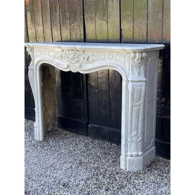 Louis XV Style Fireplace In Carrara Marble, XIXth Century