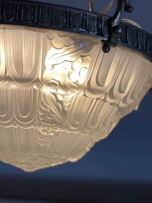 Lustre Art Deco En Verre Moulé Et Bronze Argenté -photo-4