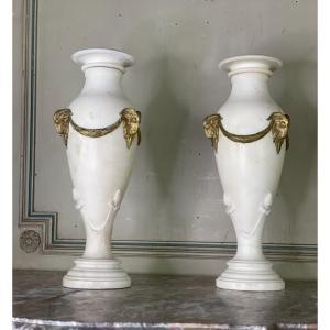 Paire De Vases En Marbre Blanc Statuaire, Bronze Doré, Vers 1900