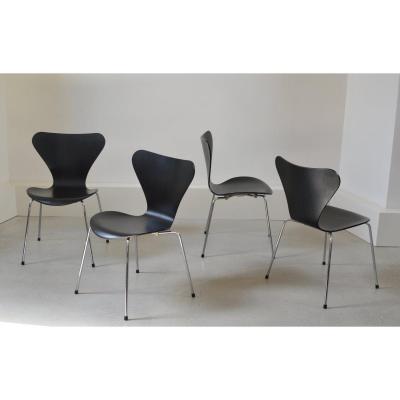 Série De 4 Chaises  Modèle 7 d'Arne Jacobsen