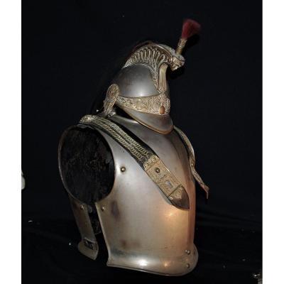<br /> <strong>HELMET &amp; LEATHER OFFICER </strong><br /> 19th In sheet iron, with brass rivets. Leather pull tabs. Leather belt with brass buckle.