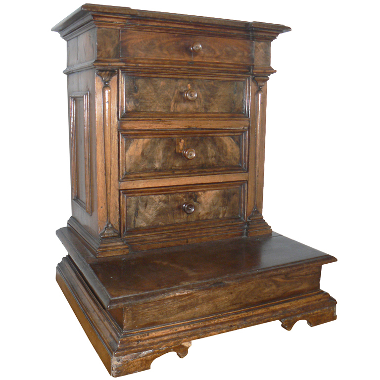 ancien prie dieu epoque xviieme en noyer style renaissance lombardie italie autres meubles. Black Bedroom Furniture Sets. Home Design Ideas