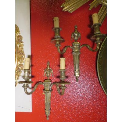 Grande Paire D Appliques époque  Lxvi  XVIIIe En Bronze Doré A Décor De Cassolettes  Deux Feux
