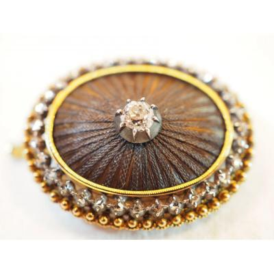Oval Reliquary Brooch In Yellow Gold And Braided Hair Adorned With An Old Cut Diamond XIX
