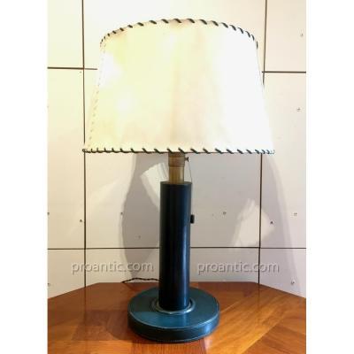 KIRBY BEARD: Lampe art-déco 1930 cuir vert, abat-jour parchemin