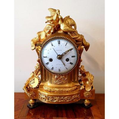 Pendule En Bronze Doré d'époque Louis XVI Signée Lepaute Horloger Du Roi