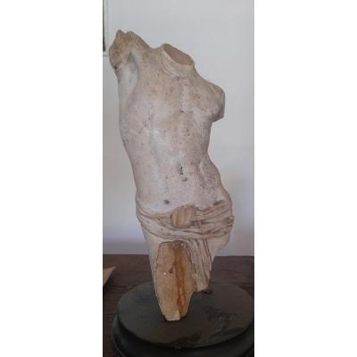 Sculpture d'un Ephèbe