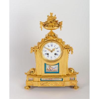 Pendule  De Style Louis XVI En Bronze Doré Et Porcelaine
