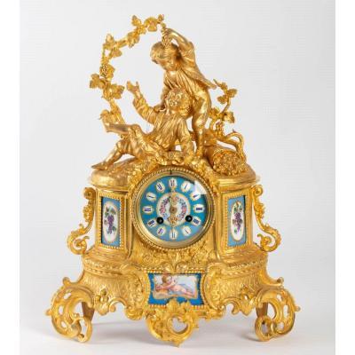 Pendule-borne De Style Louis XV-rococo En Bronze Doré Amplement Ciselé Et Porcelaine Polychrome