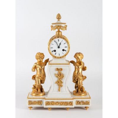 Pendule-borne De Style Louis XVI En Marbre Blanc Et Bronze Doré