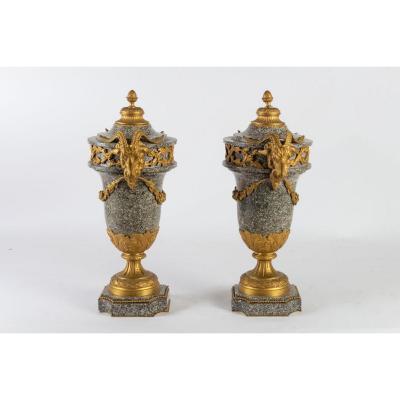 Paire De Vases d'Ornement En Marbre De Campan à Têtes De Boucs. XIXe, Style Néo-classique