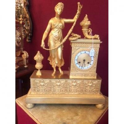 Pendule-borne En Bronze Finement Ciselé Et Doré Dédiée à Flore