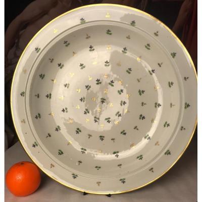 Porcelaine De Paris, Suite De Deux Très Grands Plats Ronds Aux Barbeaux, Début XIXe