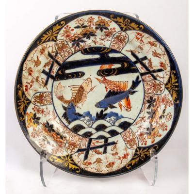 Plat Japonais De Style Imari à Décor De Carpes, Circa 1700