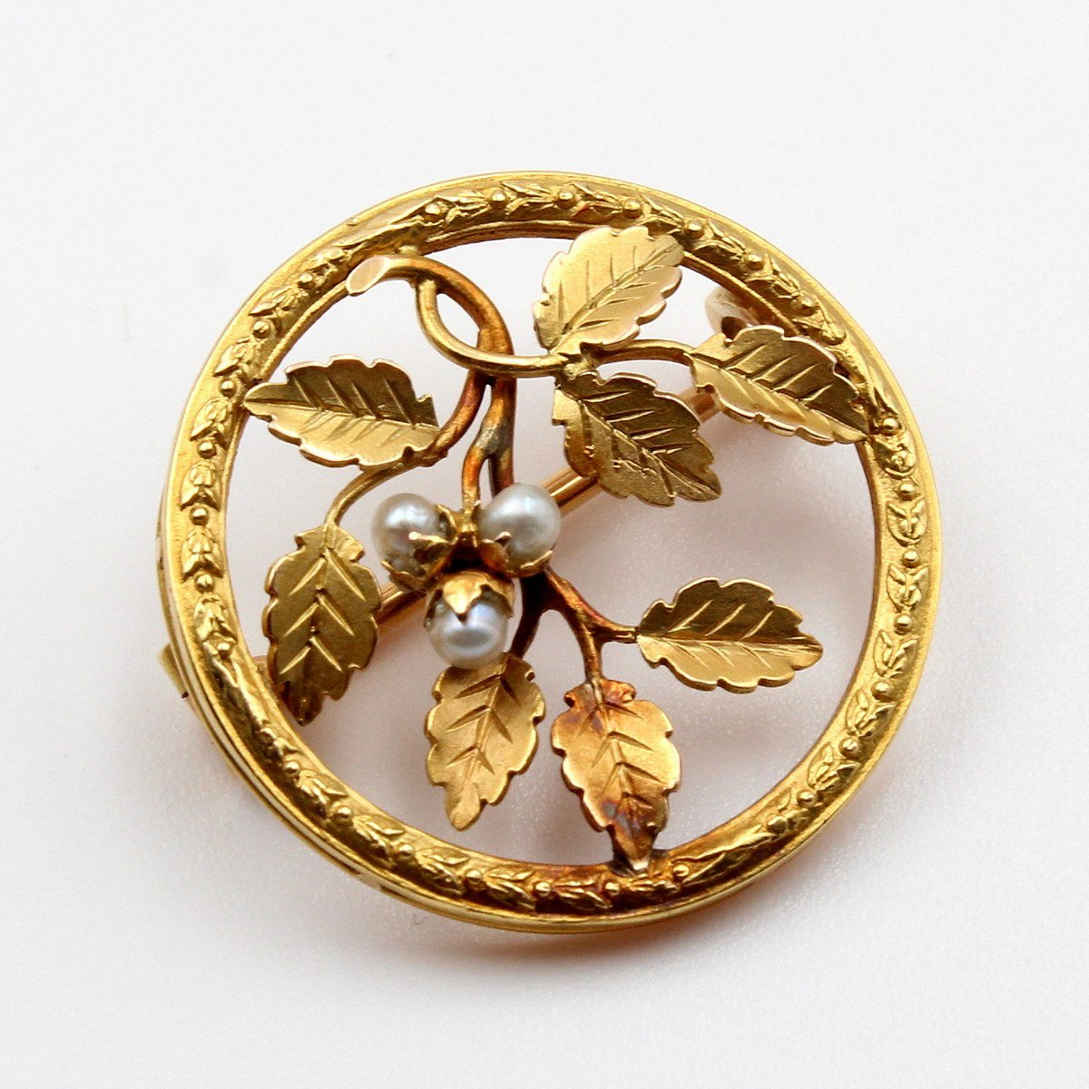 Foliage Round Brooch Around 1910
