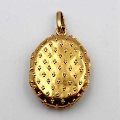 Opening Medallion Pendant In Yellow Gold