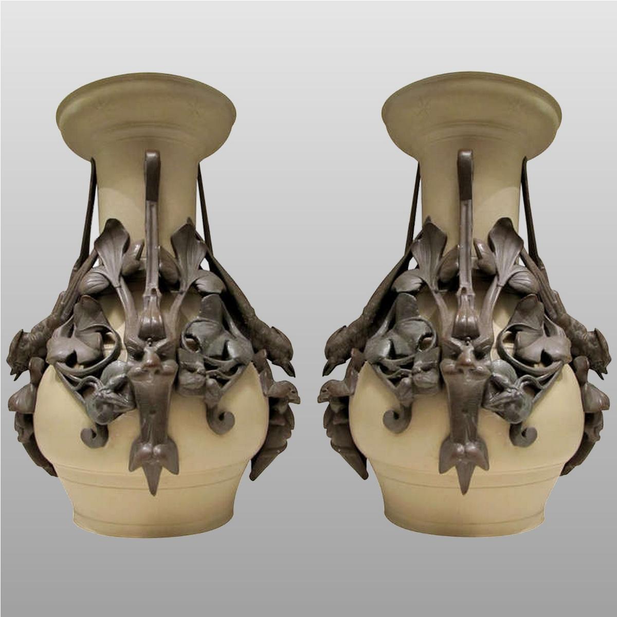 Paire de vases d'époque 1880-1900