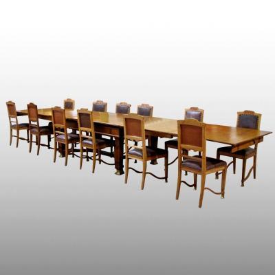 Ensemble d'une grande table et douze chaises Art and Craft