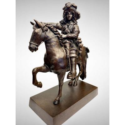 Bronze sculpture representing &quot;Louis XIV&quot; on horseback by Louis Petitot.<br /> This statue was designed by Pierre Cartellier, at his death in 1831, only the horse, ordered in 1816 by Louis XVIII for &quot;La place de la Concorde&quot; in Paris, which was initially designed for an equestrian statue of Louis XV, was completed .<br /> But it will not be carried out during the lifetime of Pierre Cartellier.<br /> The rider is the work of Louis Petitot, Cartelier&#39;s son-in-law.<br /> Brown patina<br /> Signature of sculptor &quot;L Petitot&quot; on the rectangular terrace<br /> Editing font Period XX th century<br /> In a perfect state<br /> <br /> Louis-Messidor-Lebon Petitot, born in Paris, was a pupil of his father, the sculptor Pierre Petitot (1760-1840) and of Pierre Cartellier (1757-1831), of whom he became the son-in-law.<br /> Louis Petitot won the Prix de Rome in 1814, with &quot;Achilles wounded to death removing the arrow from his wound&quot; and stayed in Rome from 1815 to 1819 as a resident of the Academy of France.<br /> <br /> On his return to Paris, he worked with Pierre Cartellier. The latter is in particular responsible for the realization of the equestrian statue of Louis XIV, commissioned by King Louis XVIII to celebrate the restoration of the Bourbons.<br /> When Pierre Cartellier died, only the horse was made. Louis Petitot then completes the statue by sculpting the rider.<br /> This work, which is the artist&#39;s best known, was installed in 1836 at the entrance to the Palace of Versailles.<br /> <br /> Louis Petitot receives numerous orders from the State for the Louvre, the triumphal arch of the Carrousel, the Place de la Concorde, the Chamber of Deputies ... For the Carrousel bridge, he sculpts four statues: Abondance, Industrie, the City of Paris and the Seine (1846).<br /> Louis Petitot is a member of the Acad&eacute;mie des Beaux-Arts.