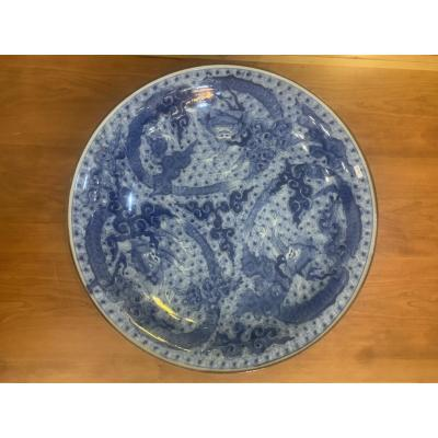 Important Dish Japan White Blue Arita A Decor Of Dragons, Ming Mark A Six Characters 48 Cm