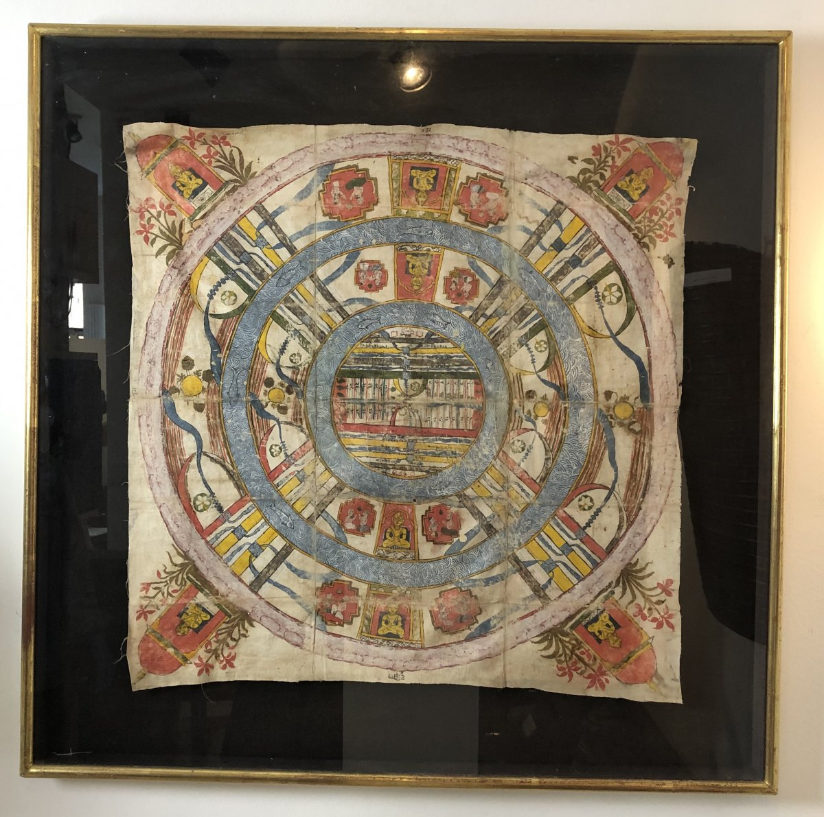 <br /> This Jain cosmological mandala represents the plan of jambudvipa cf an example similar to the victoria albert museum no. Circ. 91-1970 Among the most abstract representations of the jain, there are maps of the middle world - hence the liberation from the cycle of rebirth is possible. They show two and a half continents, arranged concentrically and separated by blue rings that represent the oceans. The central continent is called Jambudvipa, the continent of the pink apple tree. South of this continent is India. At the center of the map is Mount Meru, the cosmic axis. In the 4 cardinal bridges of the jinas In Jain philosophy, the cosmos (loka) is a reality, and is called substance (dravya). Jain cosmology considers the universe divided into three worlds (triloka): the bottom (adholoka) the top (urdhaloka) and the middle world (madhialoka). The middle world is made up of innumerable rings of land or islands (dvipas), surrounded by different oceans (samudras). It is the smallest of the worlds, but the most important, where humans and animals live, the tirthankaras are born and liberation can be accomplished. This diagram shows the center of the middle world: Jambudvipa, the island of the pink apple tree (our world) with Mount Meru in its center, divided into seven continents by mountain ranges and surrounded by Lavasanamudra, the salad ocean. Surrounding them, there are two islands (Dhatakkikhandavipa and Puskaradvipa) surrounded by a high mountain range beyond which people or animals can be born and the concept of time no longer exists. The sacred geography of Jambudvipa describes a mythological domain, which has its correspondence with ancient Indian geography,<br /> &nbsp;