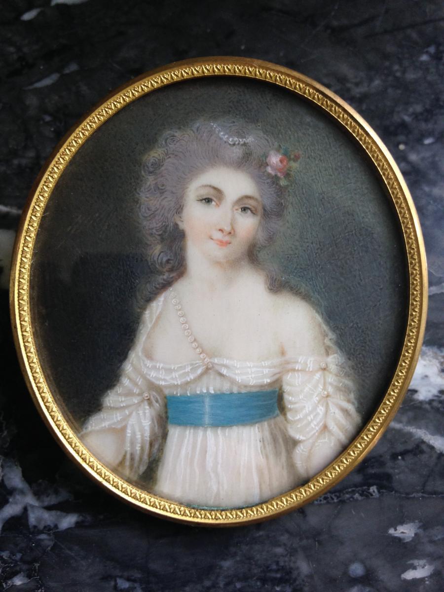 Jeune Femme Au Collier De Perles, Miniature Sur Ivoire
