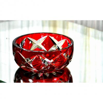 SAINT-LOUIS. Centre de table (coupe) en cristal blanc, doublé rubis. Diam, 22cm.