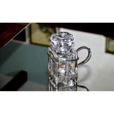 BACCARAT. Boite à thé en cristal clair taillé, dans l'esprit de Harcourt. Monture métal argenté