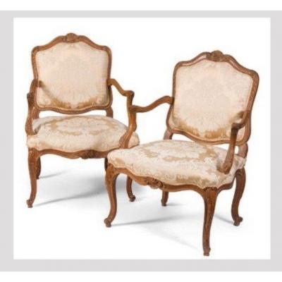Paire de fauteuils à dossier plat ou à la Reine , époque Louis XV