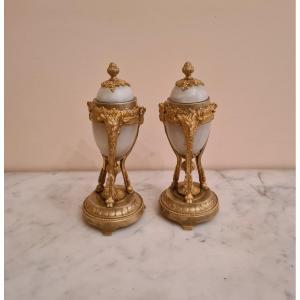 Paire De Bougeoirs En Cassolette En Onyx Et Bronze Doré, Style Louis XVI , Vers 1850.