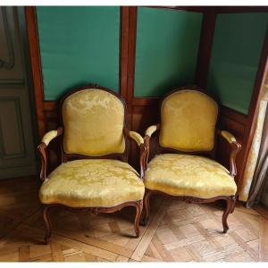 Paire De Fauteuils à Dossiers Plats Ou « A La Reine » En Noyer époque Louis XV Vers 1750.