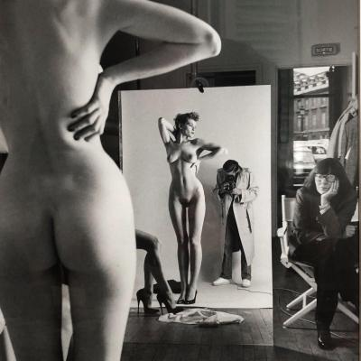Photo iconique, Helmut Newton, Tirage Vintage , «Autoportrait Avec épouse  June Et Mannequins» , Paris,1981