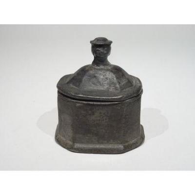 Pot à Tabac En Plomb Datable Vers 1700